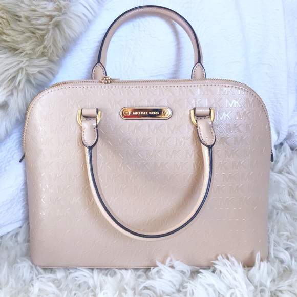 f2fc04e63dab ✨Michael Kors Cindy Large dome satchel - oyster✨